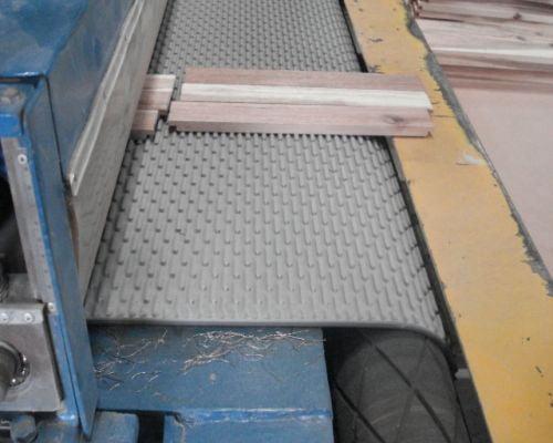 Đặc điểm và ưu điểm của băng tải chà nhám thùng